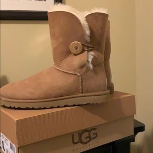 Short one button chestnut Ugg's